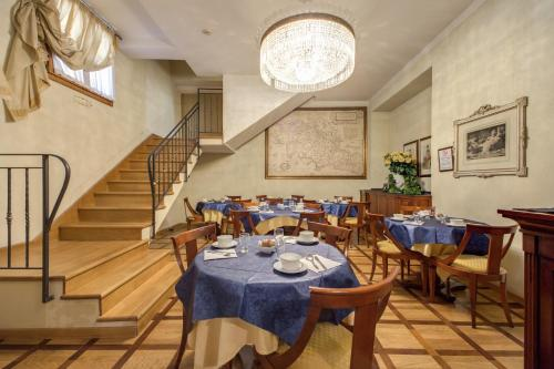 Um restaurante ou outro lugar para comer em Hotel Bigallo