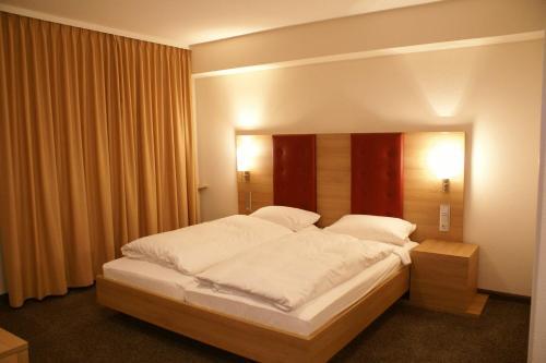 Ein Bett oder Betten in einem Zimmer der Unterkunft Haus Hennche