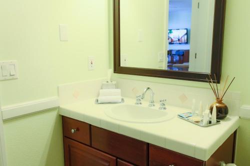 A bathroom at Grand Beach Resort By Diamond Resorts