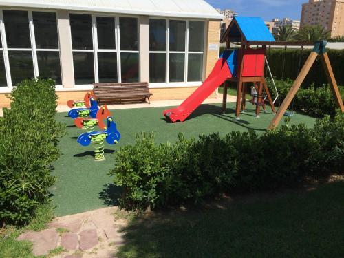 Zona de juegos infantil en Apartment Bulevar Golf