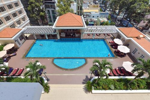 A view of the pool at Hotel Equatorial Ho Chi Minh City or nearby