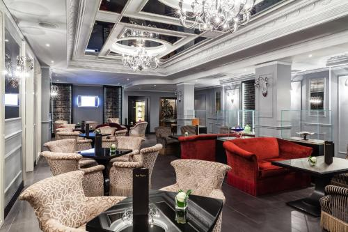 The lounge or bar area at Baglioni Hotel Carlton - The Leading Hotels of the World