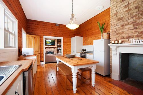 A kitchen or kitchenette at Historic Central Cottage In Warrnambool
