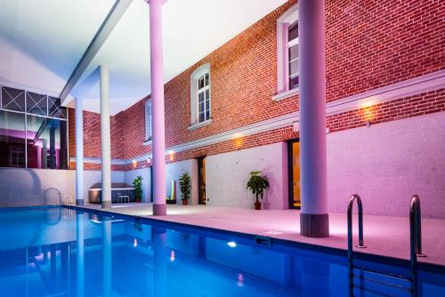 The swimming pool at or near Hotel Hugo Business & Spa