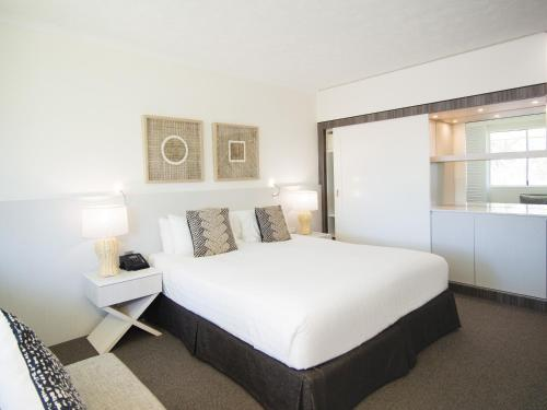 A bed or beds in a room at Oaks Sunshine Coast Oasis Resort