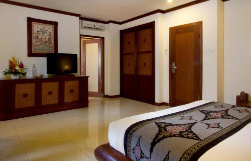 A television and/or entertainment center at Grand Balisani Suites