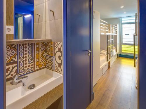 A bathroom at Generator Barcelona