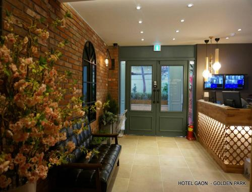 The lobby or reception area at Hotel Gaon Golden Park Dongdaemun