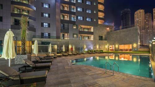 المسبح في سيتي بريميير مارينا للشقق الفندقية أو بالجوار
