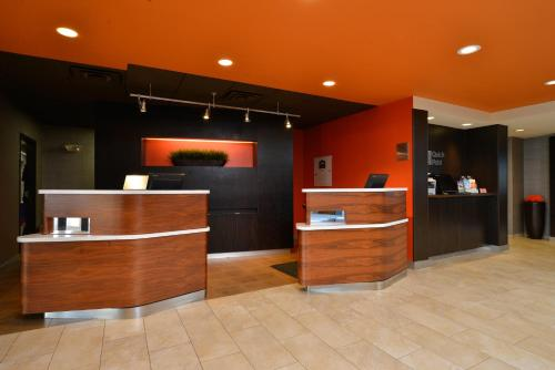 The lobby or reception area at Courtyard by Marriott Bentonville