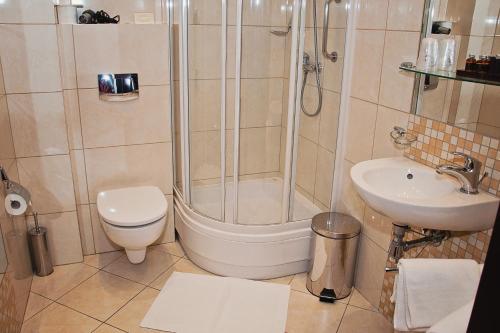 Łazienka w obiekcie Hotel Pod Lwem