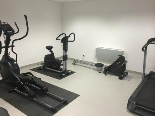 The fitness centre and/or fitness facilities at Résidence Néméa Marseille Timone