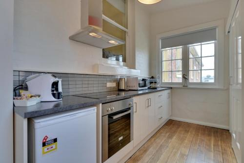 A kitchen or kitchenette at Portsea Place