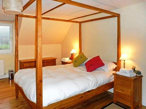 A bed or beds in a room at Hillview House Hostel Inverness