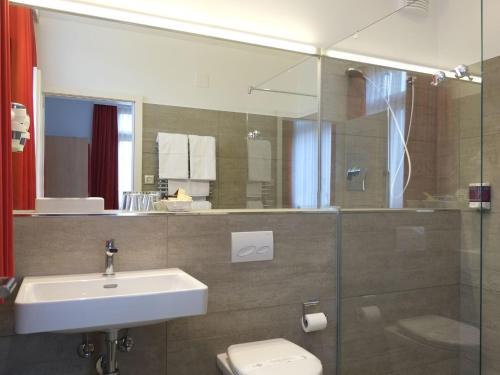 Ein Badezimmer in der Unterkunft Hotel Brauerei Frohsinn