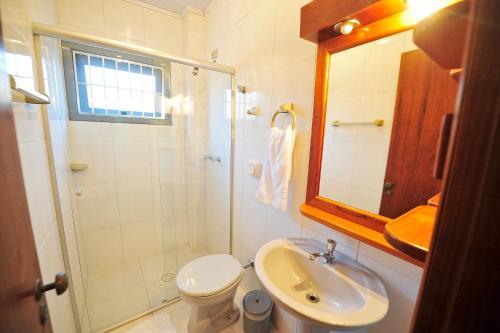 Um banheiro em Capão Praia Hotel