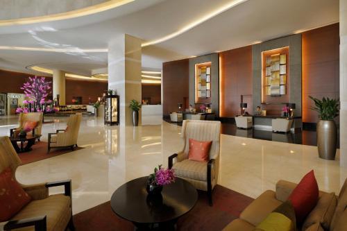 De lounge of bar bij Address Dubai Marina