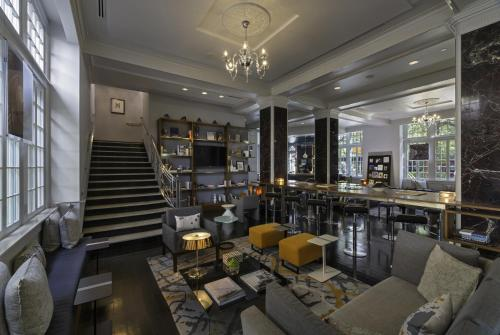 A restaurant or other place to eat at Le Meridien Dallas, The Stoneleigh