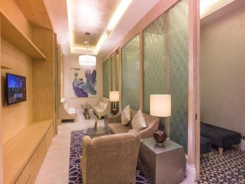 A seating area at Habtoor Grand Resort, Autograph Collection