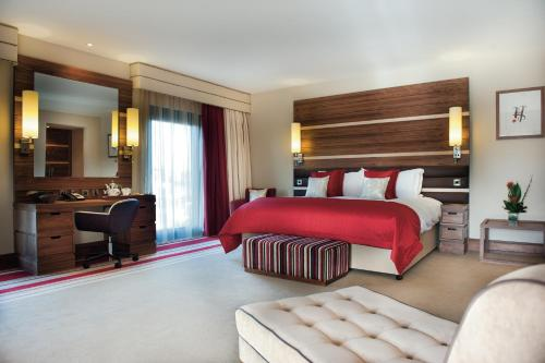 A bed or beds in a room at Casa Hotel