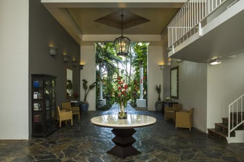 The lobby or reception area at Alamanda Palm Cove by Lancemore