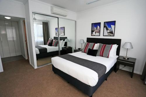 A bed or beds in a room at Q Resorts Paddington