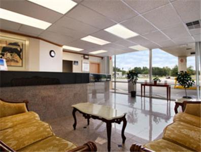 The lobby or reception area at Super 8 by Wyndham Dover