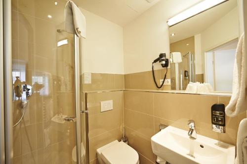 A bathroom at Hotel Elch Boutique