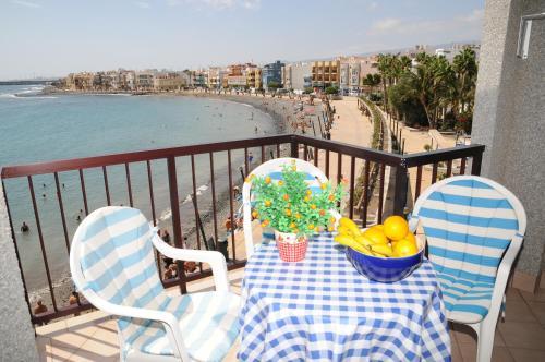 A balcony or terrace at EmyCanarias Primera Línea De Playa