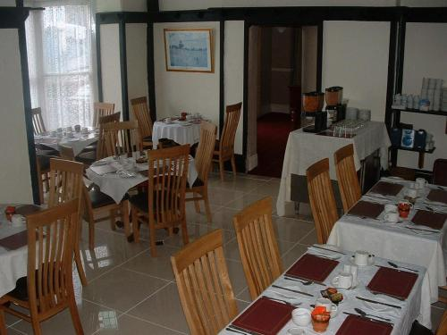 A restaurant or other place to eat at Bath House Hotel