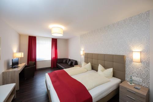 Ein Bett oder Betten in einem Zimmer der Unterkunft Hotel Südlohner Hof - Ristorante Da Fabio