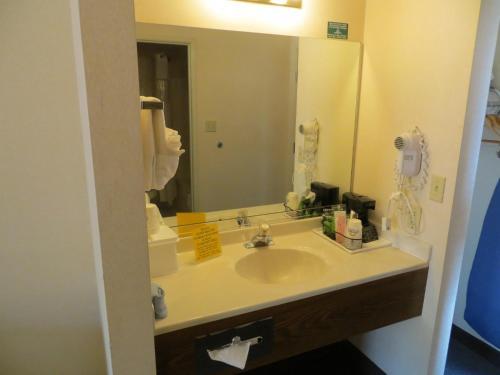 A bathroom at Days Inn by Wyndham Capitol Reef