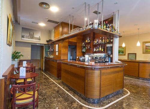 El salón o zona de bar de Hotel Herradura