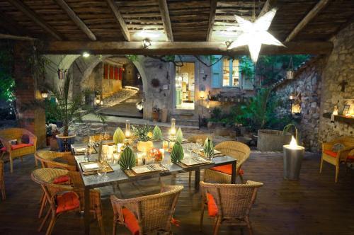 Restaurant ou autre lieu de restauration dans l'établissement La Vieille Maison - Halte Gourmande