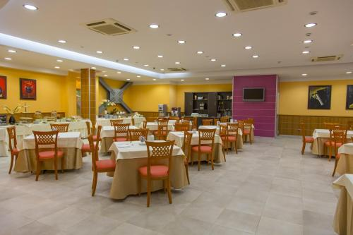 A restaurant or other place to eat at Hotel Futura Centro Congressi