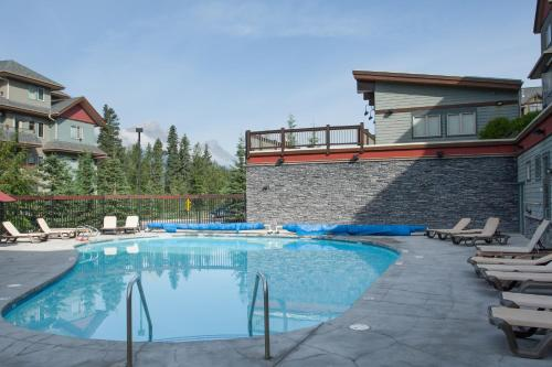 The swimming pool at or near Lodges at Canmore