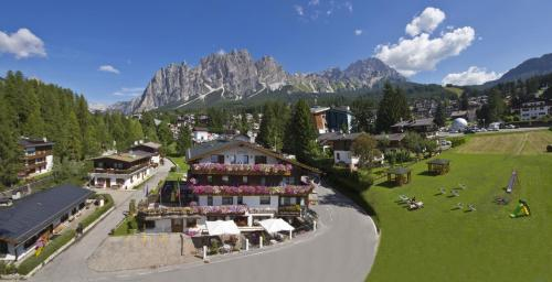 Blick auf Barisetti Sport Hotel aus der Vogelperspektive