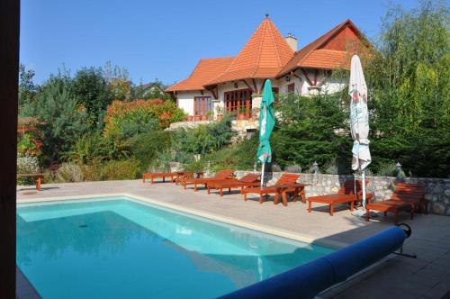 Het zwembad bij of vlak bij Berek Fogadó