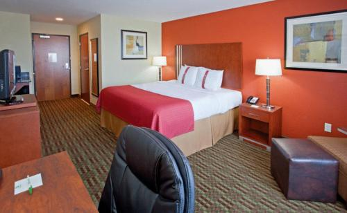 A bed or beds in a room at Holiday Inn Austin North, an IHG Hotel