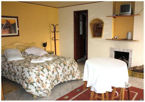 A bed or beds in a room at Hospedagem Nossa Senhora das Graças