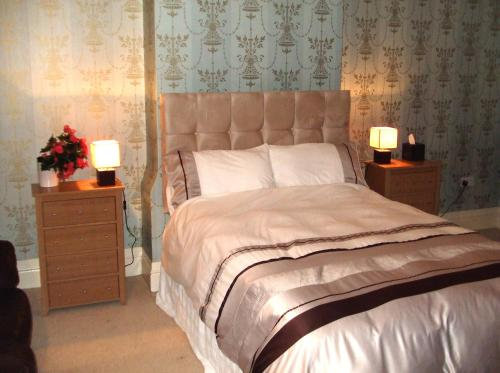 A bed or beds in a room at Roseview B&B Rhyl
