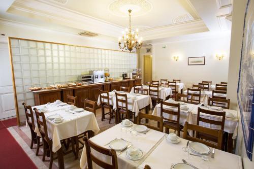 Een restaurant of ander eetgelegenheid bij Hotel Dom Sancho I