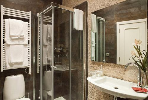 A bathroom at Hotel Puerta Gamboa