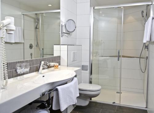 A bathroom at Hotel Garni Astoria