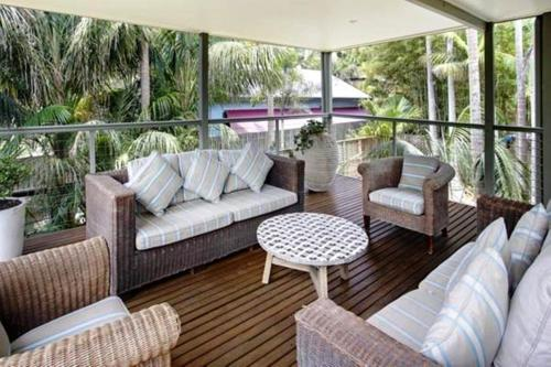 A seating area at A PERFECT STAY - Jimmy's Beach House