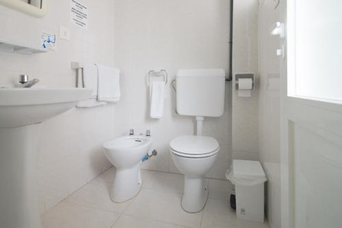 A bathroom at Hostal Capri