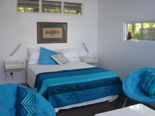 A bed or beds in a room at Hove To B&B