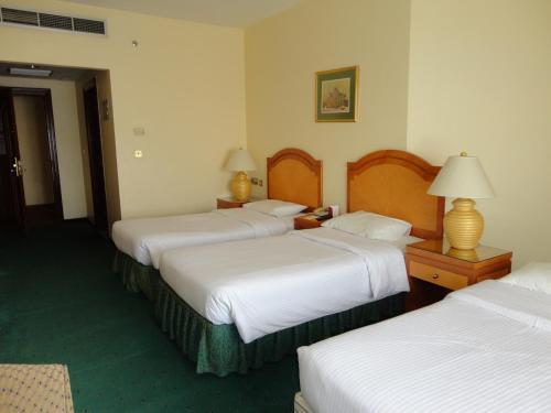 Cama ou camas em um quarto em Elaf Taiba Hotel