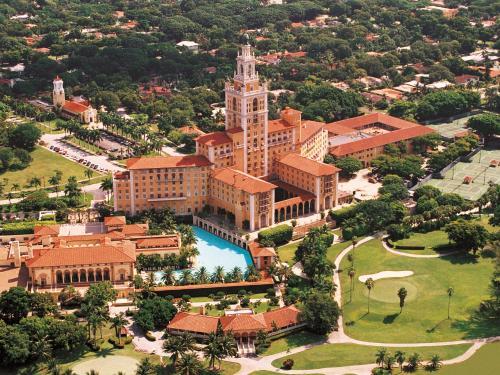 Uma vista aérea de Biltmore Hotel