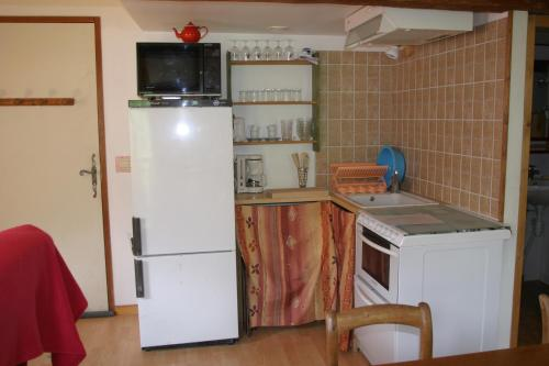 A kitchen or kitchenette at Studio Illamane